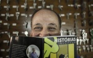 Juracy escreveu um livro sobre sua profissão (Foto: Na Lata / Folhapress)